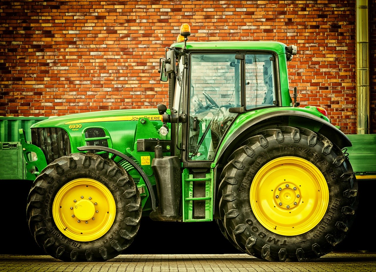 tractor-2077639_1280